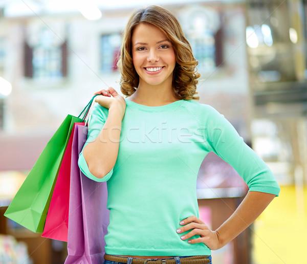 Hétvége vásárló portré lány tart bevásárlótáskák Stock fotó © pressmaster