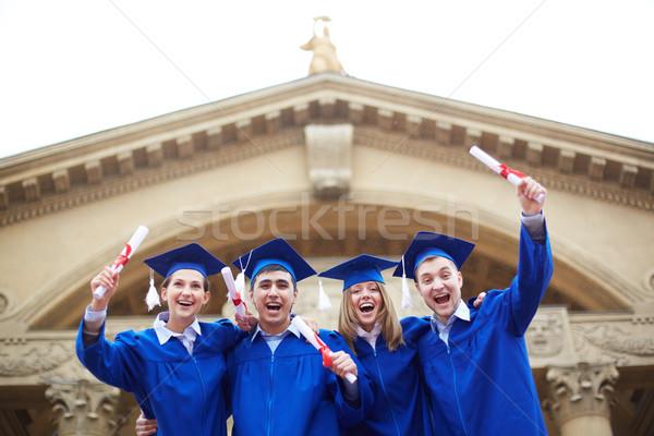Alegre graduados grupo extático estudantes graduação Foto stock © pressmaster