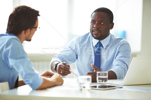 Negocios debate imagen dos jóvenes empresarios Foto stock © pressmaster