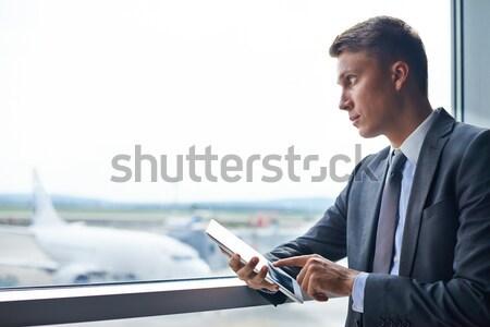 Ciddi işadamı dijital tablet bakıyor Stok fotoğraf © pressmaster