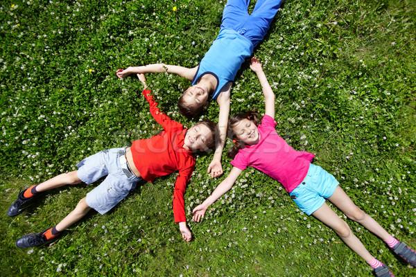 Gyerekek törik három fű gyermek barátok Stock fotó © pressmaster