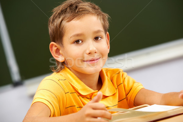 Inteligentes lector retrato mirando cámara lectura Foto stock © pressmaster
