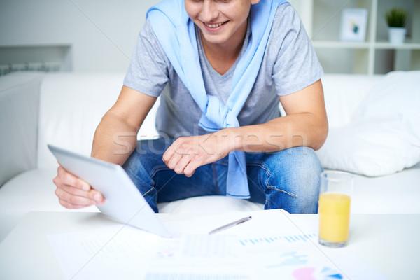 Touchpad kép fiatal fickó lezser ül Stock fotó © pressmaster