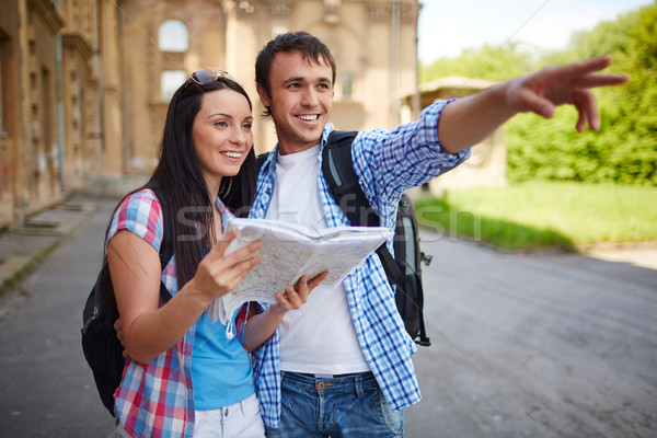 Sightseeing paar kaart oude stad meisje Stockfoto © pressmaster