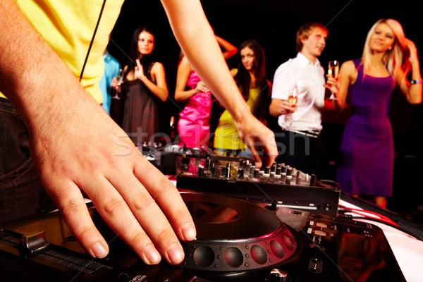 Lemez közelkép emberi kéz lemezjátszó csoport táncosok Stock fotó © pressmaster