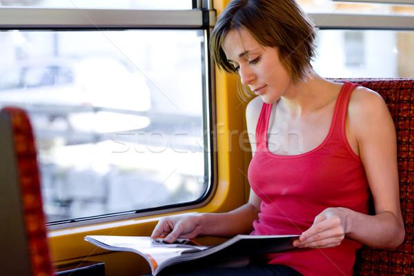 Lectura turísticos foto revista tren Foto stock © pressmaster