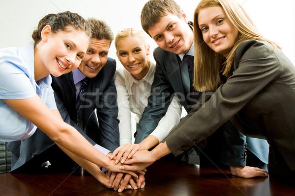 Behulpzaam portret gelukkig business team handen Stockfoto © pressmaster