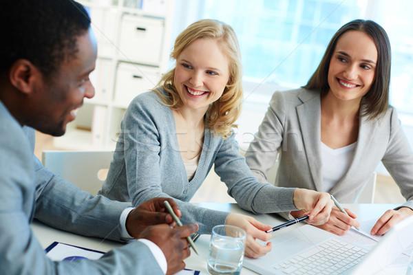 Vrolijk briefing business team business kantoor Stockfoto © pressmaster