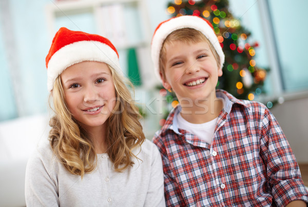 Karácsony testvérek portré boldog mikulás sapkák Stock fotó © pressmaster