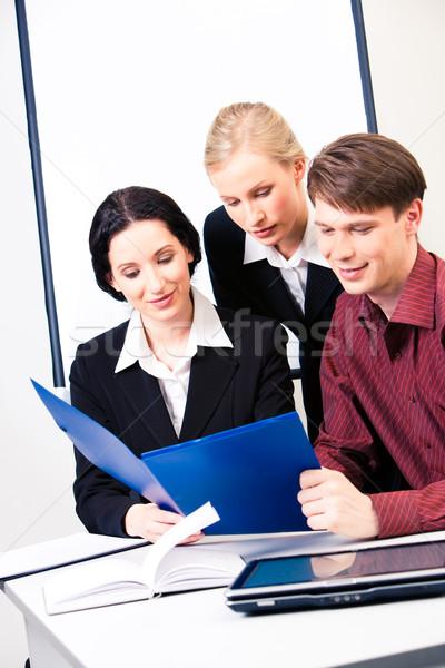 Briefing verticaal foto drie zakenlieden naar Stockfoto © pressmaster