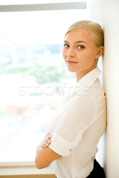 Stockfoto: Mooie · vrouwelijke · portret · smart · zakenvrouw · glimlachend