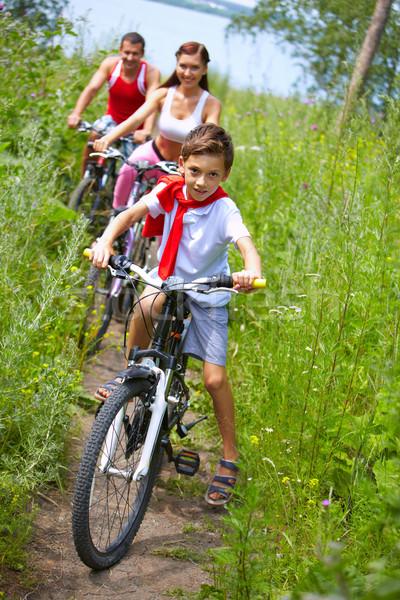 Ciclismo filho pequeno menino equitação bicicleta Foto stock © pressmaster