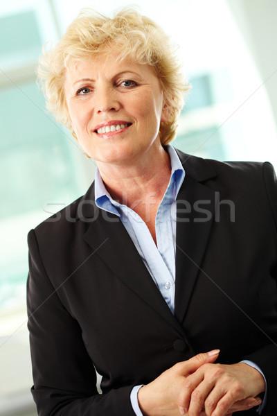 Sorridere di mezza età imprenditrice guardando fotocamera Foto d'archivio © pressmaster