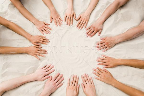 Zusammengehörigkeit Bild mehrere Hände Sand Form Stock foto © pressmaster