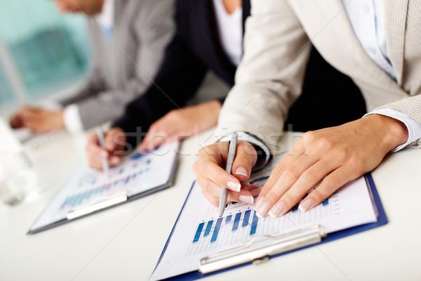 Briefing afbeelding vrouwelijke handen pen business Stockfoto © pressmaster