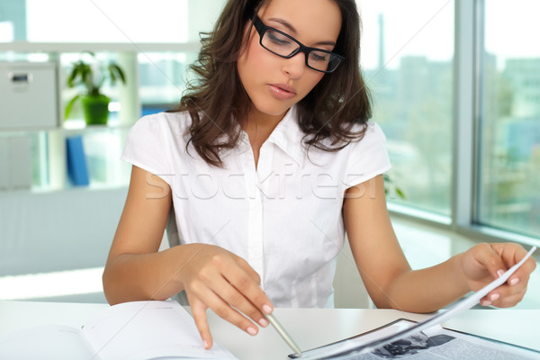 Planificación trabajo retrato mujer de negocios oficina mujer Foto stock © pressmaster