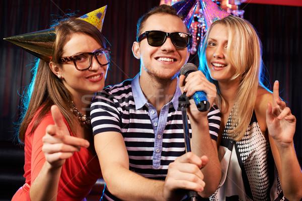 Karaoke fête portrait heureux amis chanter Photo stock © pressmaster