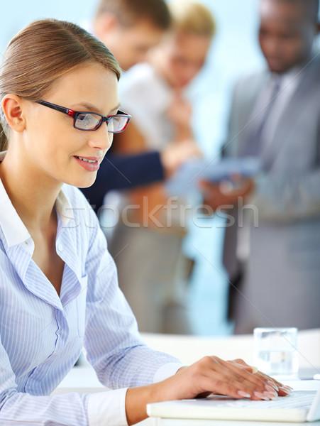 Zdjęcia stock: Pozytywny · pracownika · pionowy · shot · pracownik · biurowy · computing