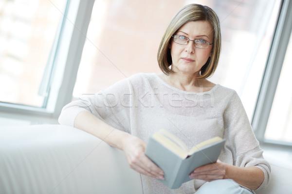 Maturo lettore ritratto donna matura libro guardando Foto d'archivio © pressmaster