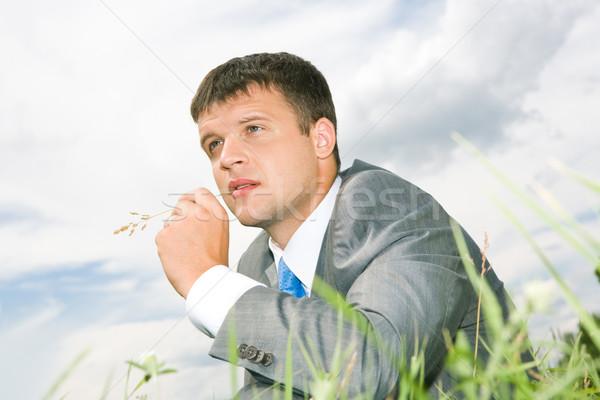 Stockfoto: Peinzend · zakenman · mes · mond · naar