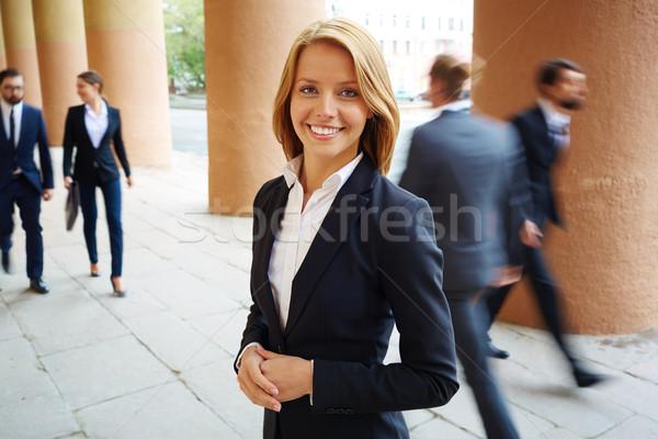 Dość pracodawca uśmiechnięty kobieta interesu patrząc kamery Zdjęcia stock © pressmaster