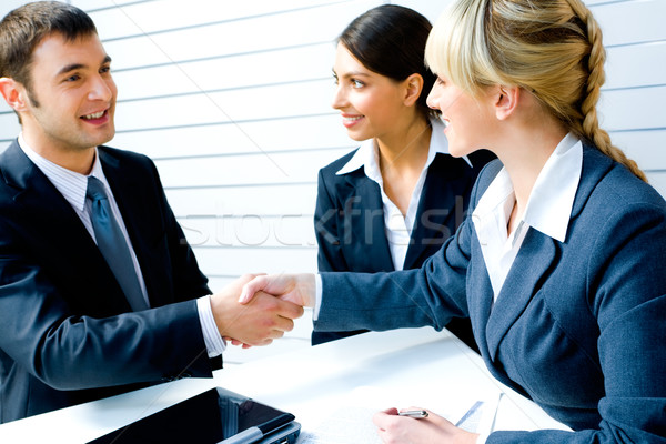Noodzakelijk overeenkomst geslaagd mensen handen schudden Stockfoto © pressmaster