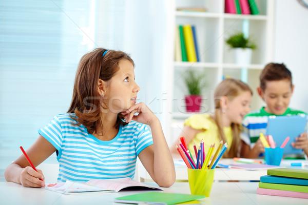 Vers ideeën portret peinzend meisje tekening Stockfoto © pressmaster