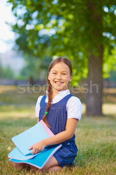 Schülerin glücklich schauen Kamera Park Kind Stock foto © pressmaster