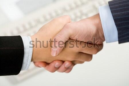 Foto aperto de mão parceiros de negócios assinatura mão equipe Foto stock © pressmaster