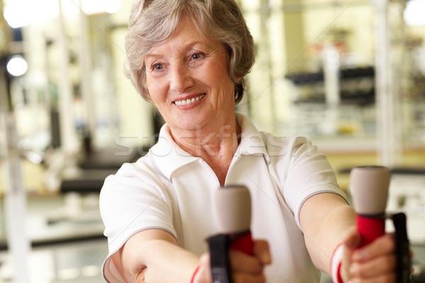 Senior dame gymnasium omhoog mooie volwassen Stockfoto © pressmaster