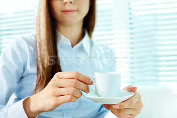 женщины Кубок фото чашку кофе блюдце Сток-фото © pressmaster