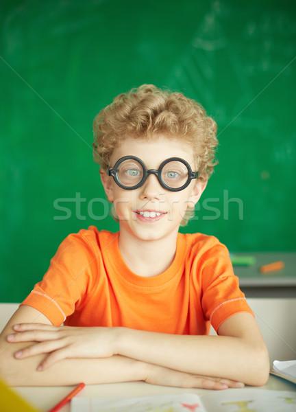 Szorgalmas portré boldog iskolás fiú szemüveg néz Stock fotó © pressmaster