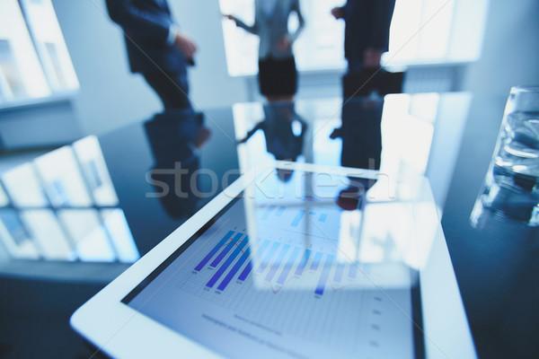 Dokument Touchpad Business Arbeitsplatz Büroangestellte Stock foto © pressmaster