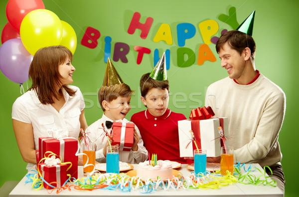 お誕生日おめでとうございます 肖像 少年 現在 幸せ ストックフォト © pressmaster