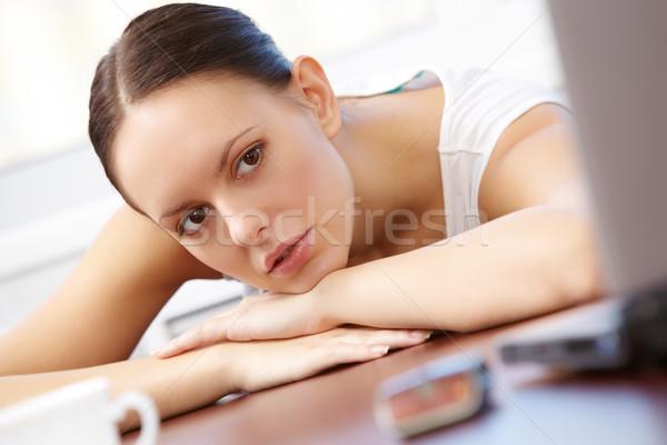 Figyelem portré csinos üzletasszony néz laptop Stock fotó © pressmaster