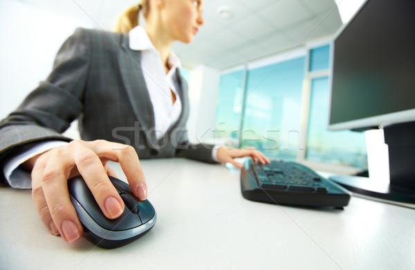 手 マウス 画像 女性 手 プッシング ストックフォト © pressmaster