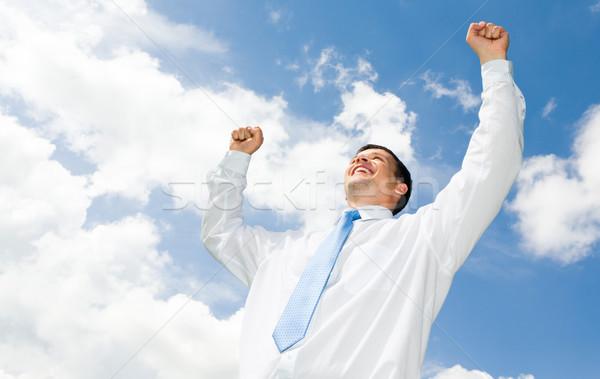 Stockfoto: Portret · gelukkig · zakenman · handen · bewolkt