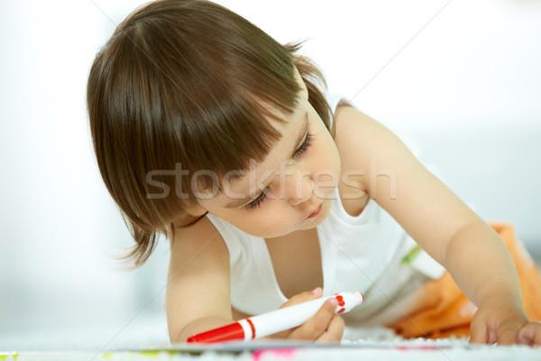 Cute kunstenaar portret meisje markeerstift Stockfoto © pressmaster