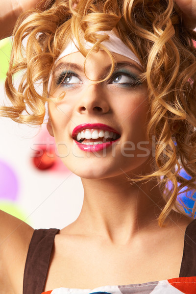 Stok fotoğraf: çekicilik · portre · mutlu · kız · dalgalı · dokunmak