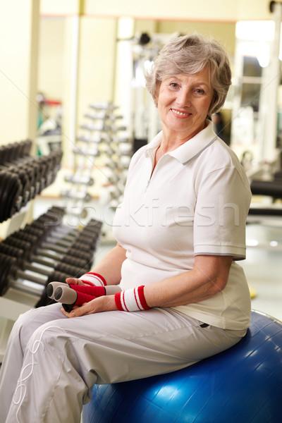 Senior retrato mulher olhando câmera sorridente Foto stock © pressmaster