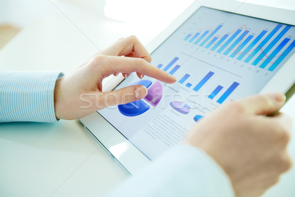 Photo stock: Analyse · image · employé · de · bureau · touchpad
