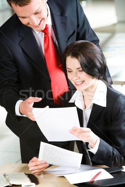 Necessário trabalhar retrato empresário indicação documento Foto stock © pressmaster