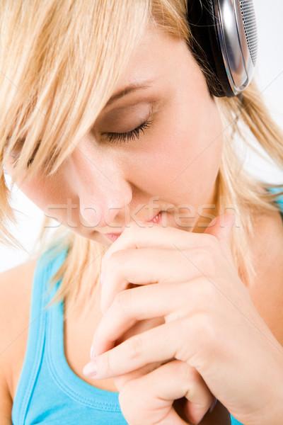 Kellemes gondolatok töprengő lány fejhallgató zenét hallgat Stock fotó © pressmaster