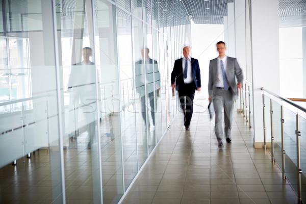 Emberek iroda üzlet sétál férfi munka Stock fotó © pressmaster