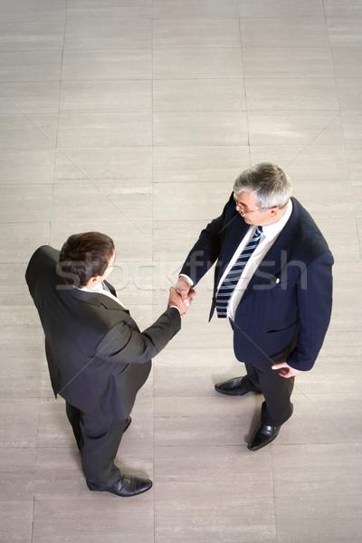 Business onderhandelingen twee zakenlieden handen schudden Stockfoto © pressmaster