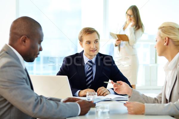 Magyaráz stratégia portré főnök partnerek megbeszélés Stock fotó © pressmaster
