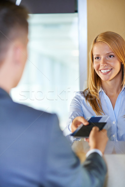 Pult vonzó fiatal nő iratok üzletember repülőtér Stock fotó © pressmaster
