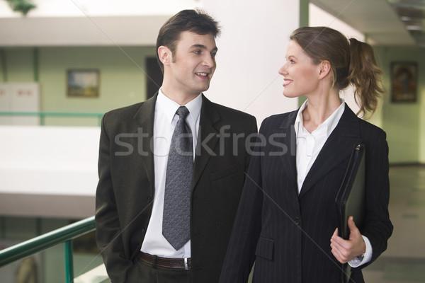 Barátság iroda üzletasszony üzletember sétál beszél Stock fotó © pressmaster