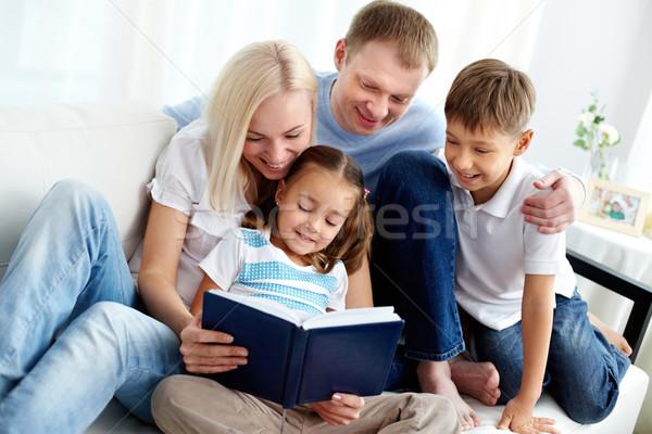 Familie Buch Porträt glückliche Familie zwei Kinder Stock foto © pressmaster