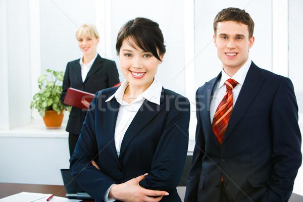 Foto stock: Sonriendo · personas · retrato · gente · de · negocios · mirando · cámara